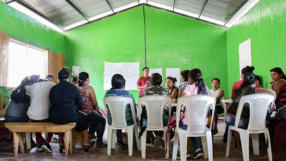 beekeeping class in Nicaragua