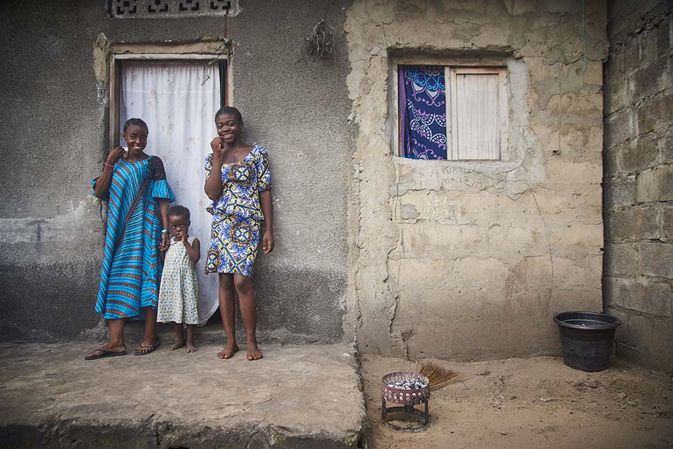 Congolese mother and children