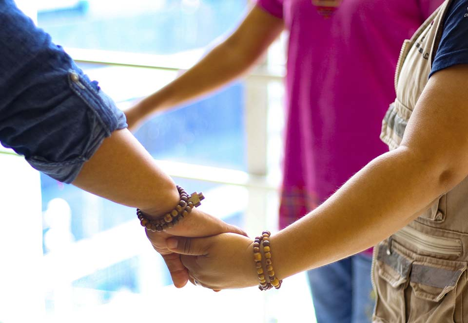 hand holding circle
