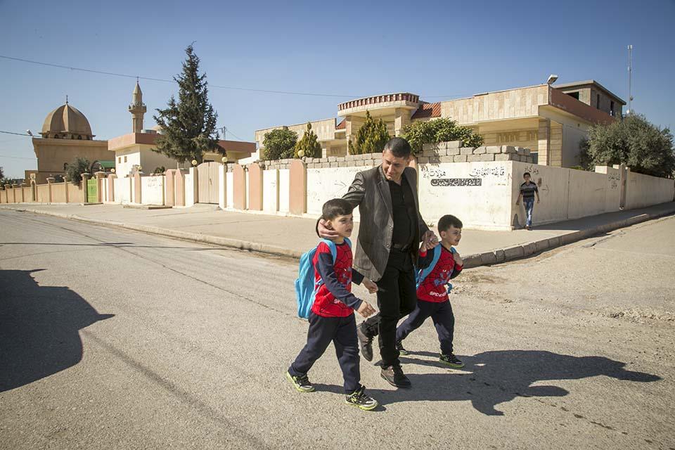 Iraq dad and kids