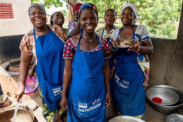 Moms help with CRS school meal program in Benin
