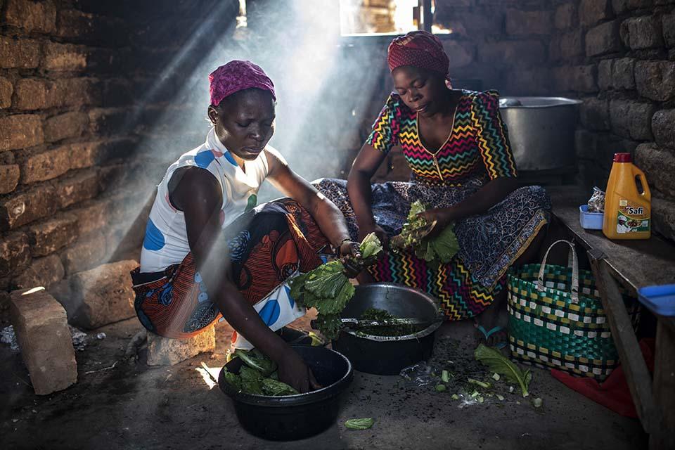 Tanzanian women prepare food