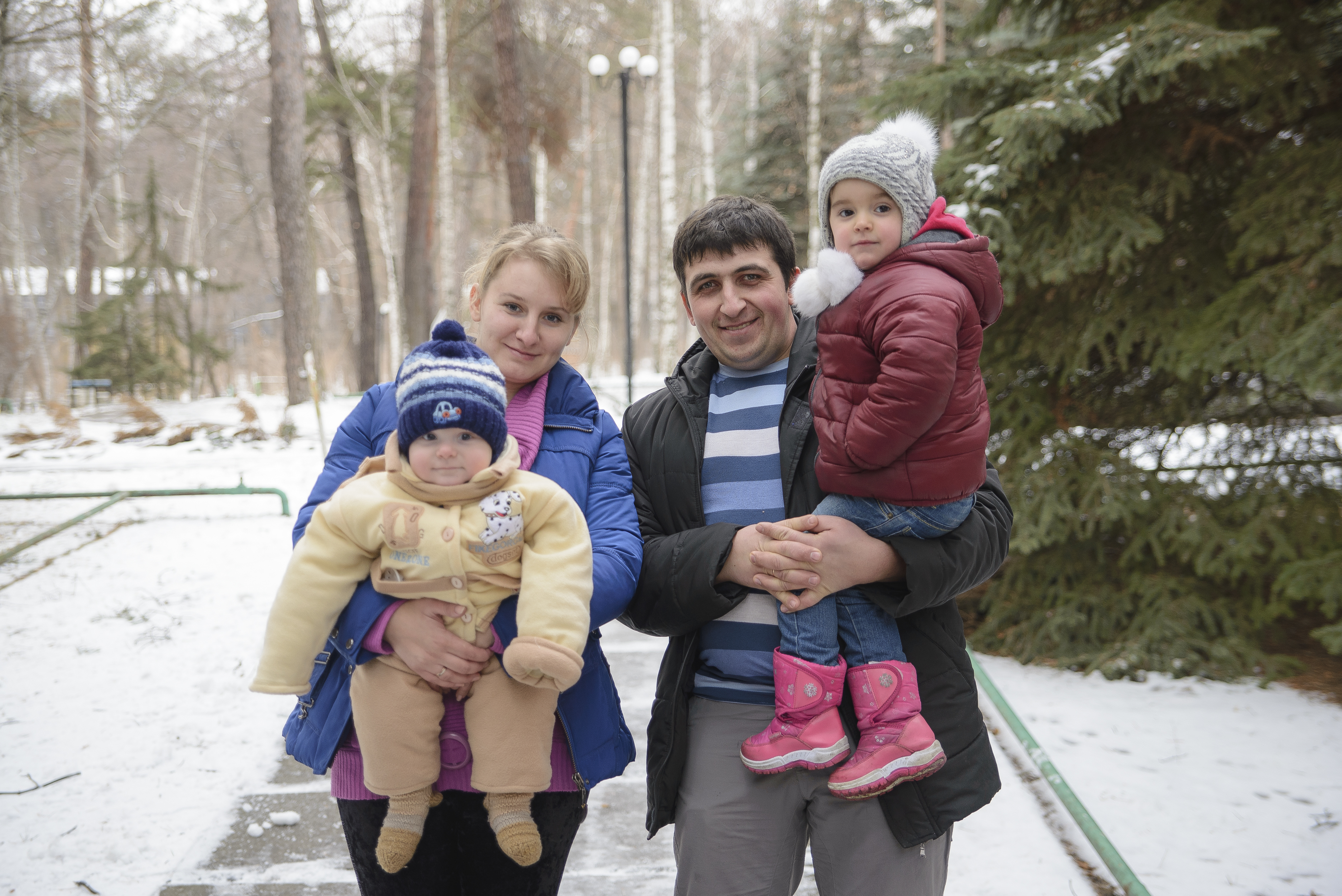 Conflict in Ukraine has uprooted families like Aleksander, Ana and their two children. CRS and Caritas Ukraine are providing humanitarian assistance with your help. Photo by Volodymyr Nechaiev for CRS