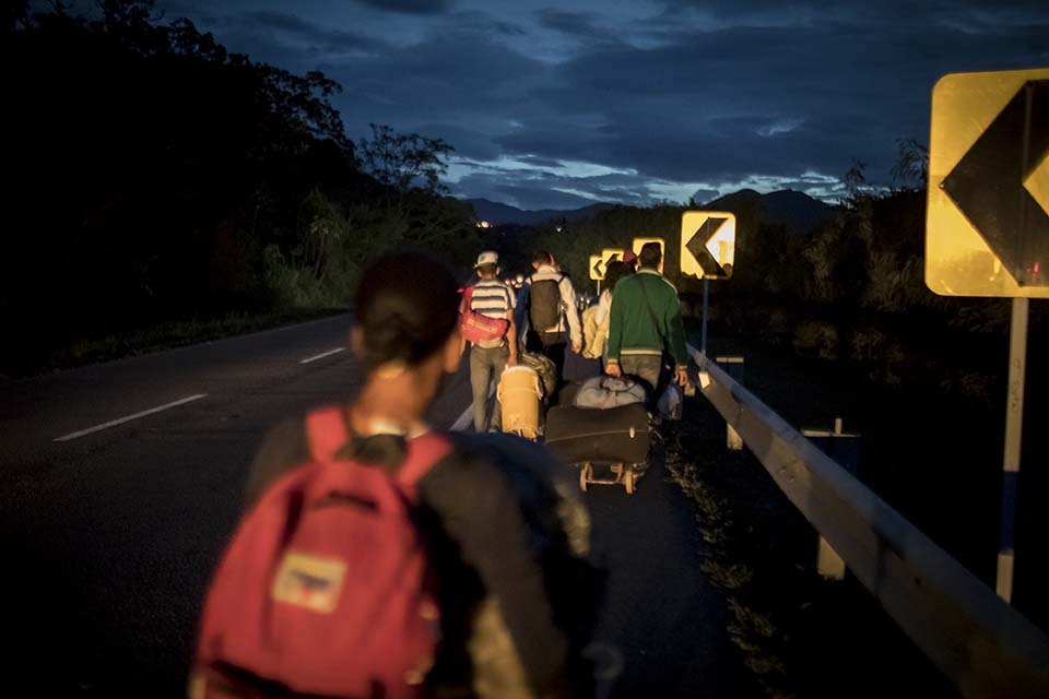 Venezuela migrants head to Colombia