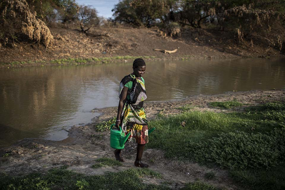 woman carries water in a jerry can in South Sudan