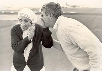 Mother Teresa arrives in Ethiopia in 1984, joining international efforts to combat East Africa's crippling drought. Here, she playfully rejects a kiss from CRS' Larry Barassa. Photo by CRS staff