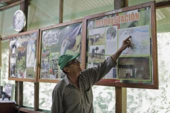 Victor Zambrano talks about the history of K'erenda Homet conservation area in Puerto Maldonado, Madre de Dios Region, Peru. Photo by Oscar Leiva/Silverlight for CRS