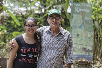 Victor is teaching his daughter about the Peruvian Amazon and the ecology of the region. Photo by Oscar Leiva/Silverlight for CRS