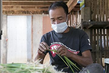 With three months of successful treatment behind him, Bung is well enough to work cleaning onions. He has added an additional $2 a day to the household's previous daily income of $4.